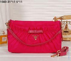 Стильная тканевая сумка для женщин Prada малинового цвета