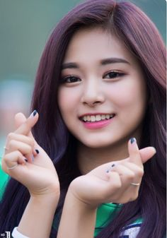 Heart heart¡ ♡♡ (for a second there, I thought she looked like Loisa Andalio of the Philippines)