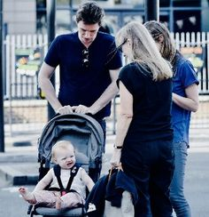 Eddie Redmayne Hannah Bagshawe With their Daughter Iris mary