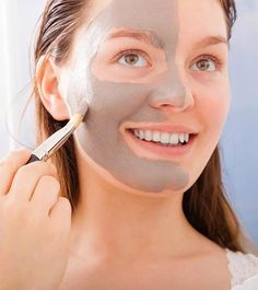 The skin starts becoming saggy as we grow older. Factors such as age, sun, unhealthy diet, can affect your skin. Try these homemade skin tightening masks. Tightening Face Mask, Whitening Face Mask, Natural Skin Tightening, Face Treatment, Hair Treatments, Beauty Tips For Glowing Skin, Beauty Skin, Tighten Skin, Face Exercises