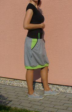 Sukně.+Sukně+pohodlného+sportovního+střihu.+Je+ušitá+z+bavlněné+teplákoviny+v+šedé,černé+a+fosforově+zelené+barvě.+Materiál+větší+gramáže,vhodný+na+podzim.+Všitá+do+pružného+pasu+v+černé+barvě.+Boční+kapsy.+Tuto+sukni+vám+ráda+ušiji+přímo+na+míru+!!!+K+objednávce+stačí+připsat+vaše+míry-pas,zadeček+a+délku+sukně.+Na+fotu+vel.M+s+délkou+56cm