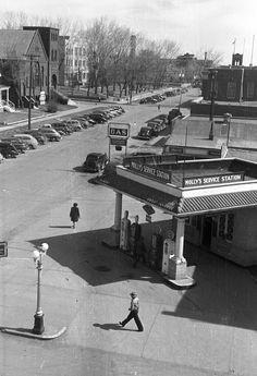 Molly's Purol Service Station, Bismarck, North Dakota