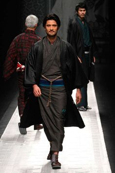 Contemporary Kimono Couture - The Jotaro Saito Fall/Winter 2013 Collection is Orient Infused (GALLERY)