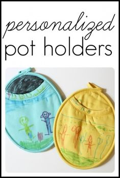 These personalized pot holders make a special Mother's Day gift for Mom or Grandma! What better gift than a child-created work of art to look at as Mom is cooking! Grandparents Day Crafts, Mothers Day Crafts, Grandparent Gifts, Gifts For Mum, Mother Day Gifts, Small Gifts, Dad Day, Gifted Kids, Diy For Kids