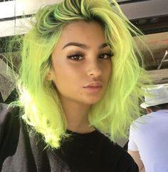 55 stunning neon hair color ideas for women 44 Hair Color Purple, Hair Dye Colors, Cool Hair Color, Neon Green Hair, Bright Hair Colors, Girl With Green Hair, Neon Yellow Nails, Dark Green Hair, Coral Hair