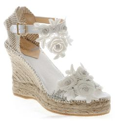 Espartos novia Comfy Wedding Shoes, Wedge Wedding Shoes, Men S Shoes, New Shoes, Exclusive Shoes, Popular Shoes, Types Of Shoes, Chelsea Boots, Flip Flops