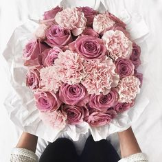 Discovered by cinderelamodernizada. Find images and videos about pink, flowers and roses on We Heart It - the app to get lost in what you love. Luxury Flowers, My Flower, Fresh Flowers, Beautiful Flowers, Pretty Roses, Beautiful Flower Arrangements, Floral Arrangements, Bloom Baby, No Rain