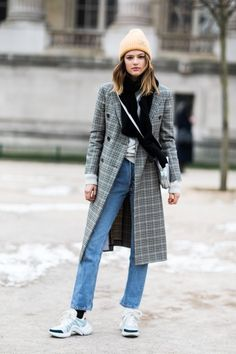 Street style à la Fashion Week - Daily Fashion Fashion Week Paris, Fashion Weeks, 2018 Street Fashion, Fashion 2018, Street Style Women, Womens Fashion Casual Summer, Winter Fashion, Winter Stil, Women's Fashion Dresses
