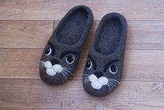 Women felted slippers with a cat face