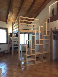 Soppalco zona living College Loft Beds, Chambre Nolan, Cool Loft Beds, Mezzanine Bed, Loft Bed Plans, Dream Bedroom, Girl Room, Building A House, New Homes