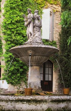 The fountain in the square, Saignon - best petit pain au chocolat in this village
