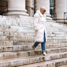 #PFW 📸 @am_bitieuse White Fur, Fur Coat, Winter Jackets, Fashion, Winter Coats, Moda, Winter Vest Outfits, Fashion Styles, Fashion Illustrations