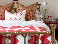 sarah richardson red and white and light blue farmhouse bedroom, brass bed, antique quilt, paisley Cottage Style Decor, White Cottage, Modern Cottage, Sarah Richardson Farmhouse, Sarah Richardson Bedroom, Cozy Bedroom, Bedroom Decor, Bedroom Ideas, White Bedroom