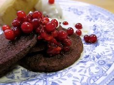 Finnish blood pancakes.  I would love to try these but where to buy cow's blood by the liter in the U.S.?  Finland vacay?!?