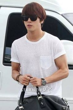Jung Yong Hwa at Incheon Airport heading to Brazil (for Music Bank in Brazil) 140605