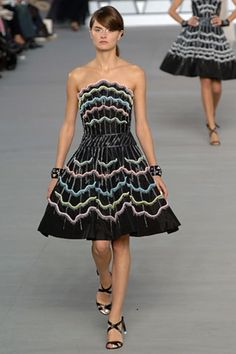 See the complete Chanel Spring 2006 Ready-to-Wear collection.