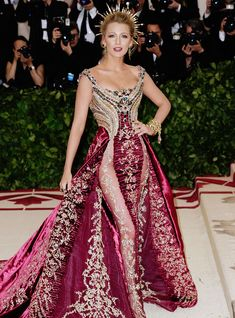 Best dressed at the Met Gala Blake Lively in Atelier Versace. Gala Gowns, Gala Dresses, Nice Dresses, Formal Dresses, Formal Wear, Beautiful Dresses, Blake Lively, Atelier Versace, Met Gala Red Carpet