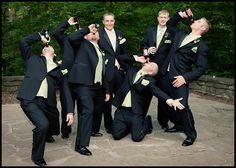 20 Wedding Groomsmen Photos Done Right! Thankfully the guy without the beer is the groom Funny Groomsmen Photos, Groomsmen Wedding Photos, Funny Wedding Photos, Groom And Groomsmen, Funny Photos, Wedding Pictures, Wedding Humor, Wedding Men, Wedding Groom