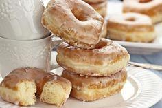 Crispy and Creamy Homemade Doughnuts Recipe (donut recipes machine) Just Desserts, Delicious Desserts, Dessert Recipes, Yummy Food, Sweet Desserts, Homemade Doughnut Recipe, Donut Recipes, Homemade Recipe, Glazed Doughnut Recipe