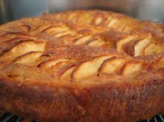 Fondant croquant aux pommes (fait en remplaçant l'huile par de la purée d'amandes et le beurre par moitié margarine moitié purée d'amandes ; cannelle à la place de la vanille)