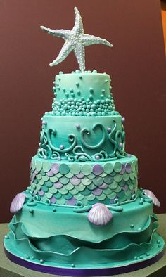 I find this cake so inspirational - especially the starfish. Definitely see me using this for inspiration in my artwork ;)