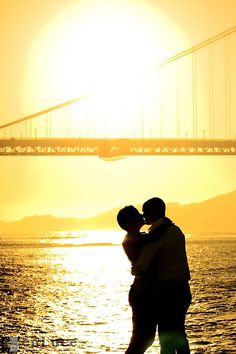 Golden Gate Bridge Engagement Session at Sunset. Artistic Photography by San Francisco Bay Area Wedding and Engagement Photographer enLuce Photography
