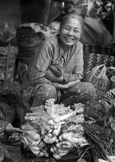 When I say I'd like to visit Vietnam, ppl often look at me weird and ask why. This is why: the food, the people, the culture, and the stories. Smiling People, Happy People, Beautiful Vietnam, Vietnam Travel, Visit Vietnam, Kitchen Stories, We Are The World, Kinds Of People, Smile Face