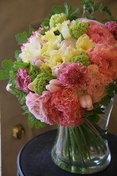 Ranunculus,daffodil,tulip and scabiosa. Pretty combination for pastels.