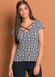 Blusa com Tiras no Decote (Estampa Arabescos)
