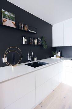 Zwarte muur! #modernkitchendesign #modern #kitchen #design #black