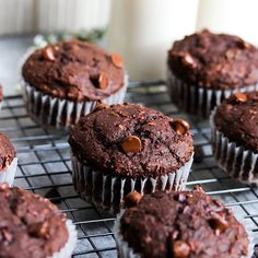 Yes, you can eat baked goods *and* eat smart all at once. These healthy muffin recipes for weight loss and low in calories and sugar, but big in flavor. Zucchini Chocolate Chip Muffins, Peanut Butter Muffins, Coconut Muffins, Chocolate Chip Banana Bread, Chocolate Muffins, Healthy Muffin Recipes, Healthy Muffins, Healthy Baking, Healthier Desserts