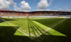 AFAS Stadion Achter de Kazernem, Malinas (en neerlandés Mechelen), Bélgica, Capacidad 18.500 espectadores, Equipo local KV Mechelen. Actualmente el estadio está siendo renovado.
