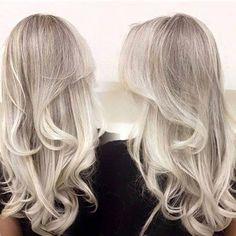 Eu definitivamente amo platinado! Esse é igual ao meu, raiz mais esfumada com pontas super blondes! D I V I N O