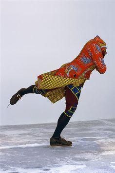 Yinka Shonibare Dit werk suggereert beweging.