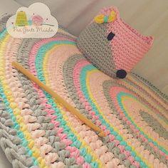Kit pronto!!! Raposa porta brinquedos  fofenta, e tapete colorido... tem passo a passo da raposa no canal, link no meu perfil...  linda tarde de segunda!!!