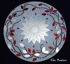 Mandala em Mosaico de Vidro e Espelho. Produto para uso em ambiente interno. R$ 320,00