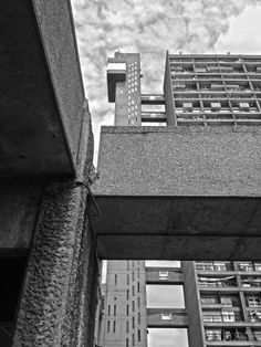 TRELLICK TOWER | NORTH KENSINGTON | ROYAL BOROUGH OF KENSINGTON & CHELSEA | LONDON | ENGLAND: *Architect: Erno Goldfinger; Style: Brutalist; Completed: 1972; 31 Storeys; 98m tall; Grade II listed* Photo: Simon Phipps