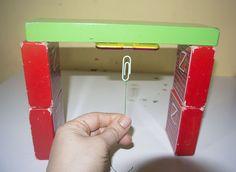 Forza gravità contro forza magnetica: facciamo volare il fermaglio