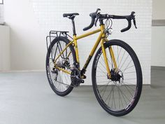 Custom built of a Genesis Bikes Croix de Fer by Ciclos Clemente bike shop (A Coruña).