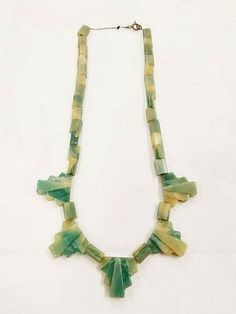 Art Deco Necklace, Art Deco Jewelry, Jewelry Design, Vintage Green, Vintage Art, Vintage Earrings, Vintage Jewelry, Marble Necklace, Art Deco Fashion