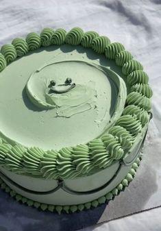 Pretty Birthday Cakes, Pretty Cakes, Cake Birthday, Green Birthday Cakes, Birthday Cake Decorating, Simple Cake Designs, Simple Cakes, Kreative Desserts, Pastel Cakes