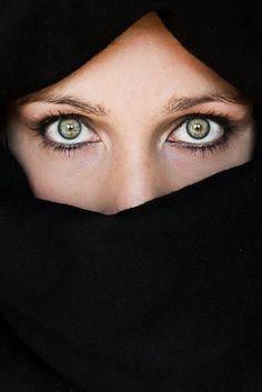 Deep green eyes by Cristina Díaz