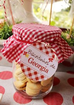 Return gift filled with cookies Picnic Theme, Picnic Birthday, Masha And The Bear, Cookie Packaging, Bear Party, Party Time, First Birthdays, Red Riding Hood, Gifts