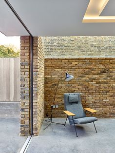The detailing on this extension is just brilliant. Such a simple and neat connection between glazing and brickwork.  www.methodstudio.london