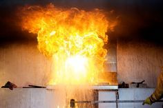 No lo tomes muy en serio... http://www.elmundotoday.com/2016/06/las-siete-primeras-cosas-que-debes-hacer-si-se-declara-un-incendio-en-tu-casa/