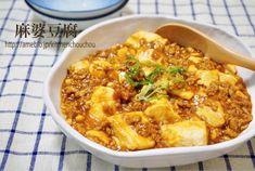味付けは普通に美味しい麻婆豆腐ですが、作り方に大雑把工夫があります♩ 豆腐を包丁で切らず丸ごとフライパンに加えて、ヘラやスプーンで適当に分けますよ~! 材料が多く見えますが、10分ちょっとあれば完成する美味しい麻婆豆腐です♡ 良かったらお試しくださいね^^