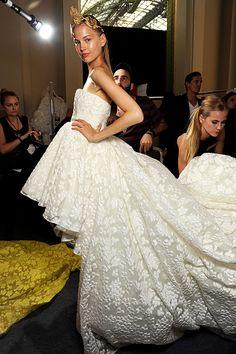 #VogueNovias Convierte un sueño en realidad y corona tu estilo con la magia del Bridal Couture. http://www.vogue.mx/articulos/tendencias-de-alta-costura-vestidos-de-novia-otono-invierno-2013/2982#
