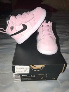 Practically new worn to the mall for 30 min and she was not walking Cute Baby Shoes, Cute Baby Girl, Cute Baby Clothes, Cute Babies, Baby Girl Shoes Nike, Baby Jordan Shoes, Babies Clothes, Baby Boy, Toddler Shoes