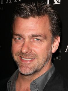 you can't have lucius vorenus and not have Pullo... a yummy pic of Ray Stevenson.
