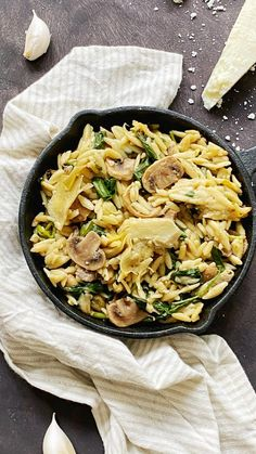 Romige orzo met artisjok, spinazie en champignons - Made from Scratch Pasta, Orzo, Vinaigrette, Risotto, Ethnic Recipes, Food, Mushroom, Essen, Meals